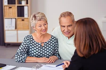 Münchener Verein Pflegeversicherung | meine-krankenversicherung.de - Seniorenpaar lässt sich beraten